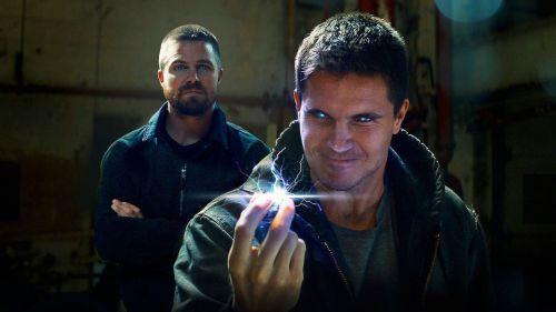 Robbie Amell y Stephen Amell retoman sus papeles en 'Code 8'