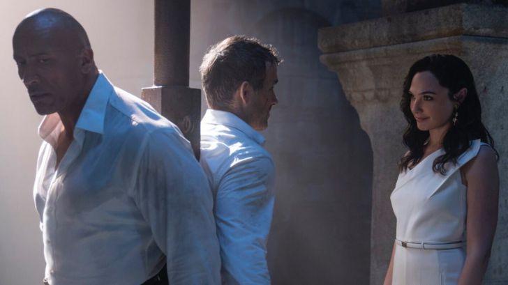 Primer vistazo a la 'Alerta roja' de Netflix con Dwayne Johnson, Gal Gadot y Ryan Reynolds